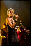 Nouvelle Vague (Nadeah Miranda)  Concert à l'Epicerie Moderne (Feyzin), 9 oct 2008  http://farm4.static.flickr.com/3147/2931772914_f915c3dffe_s.jpg
