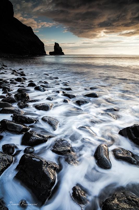 Talisker Bay, célèbre pour ses galets noirs ...  (Isle of Skye, Scotland)
