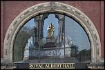 S12 Les reflets  Albert se mirant dans les vitres du Royal Albert Hall - Londres