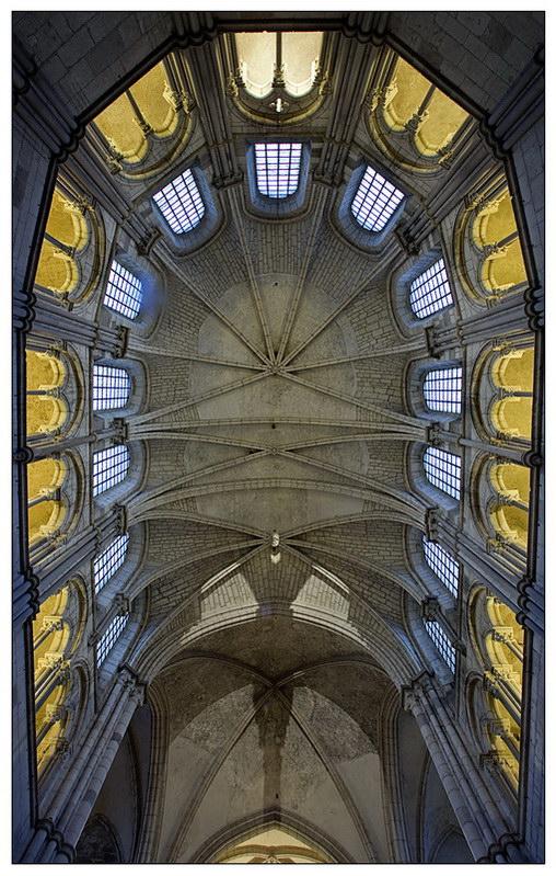 Voute de l'abbaye de Vezelay 116604118